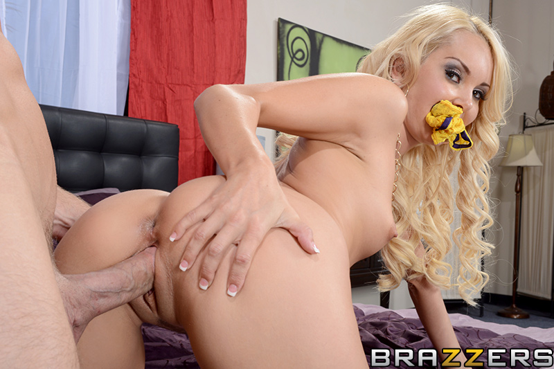 brazzers_pics_aaliyah_love_panty_sniffer_11
