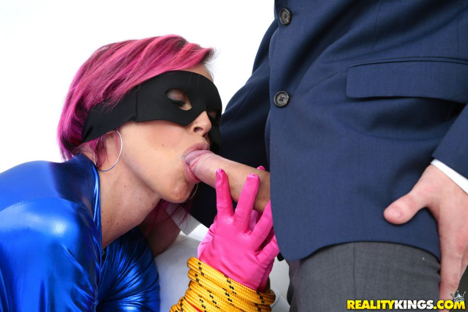 reality_kings_pics_anna_bell_naughty_treat_5