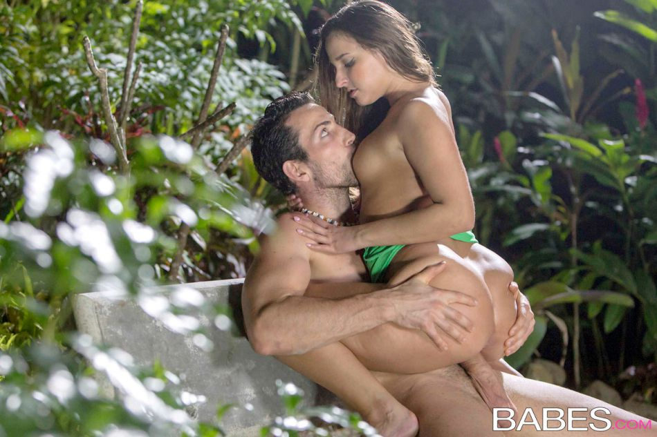 babes_pics_amirah_adara_sex_in_the_garden_9